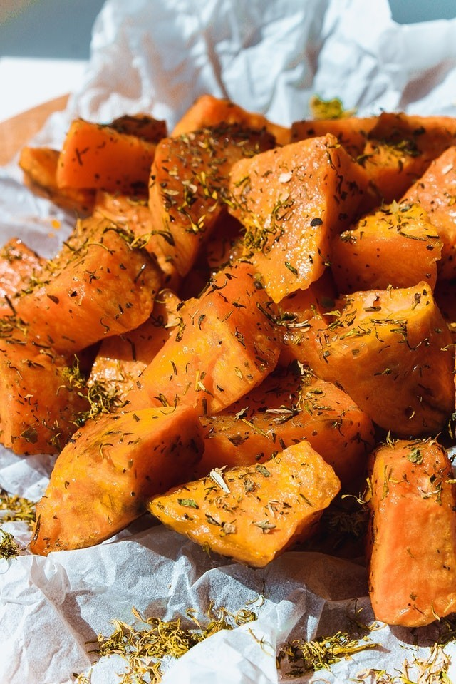how long to cook a sweet potato in the oven?