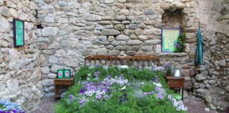 How to build a flower bed border and layouts