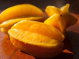 How to cut a starfruit