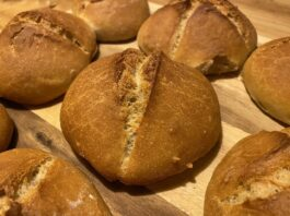 How to tell when sourdough bread tastes bad? 4 simple steps