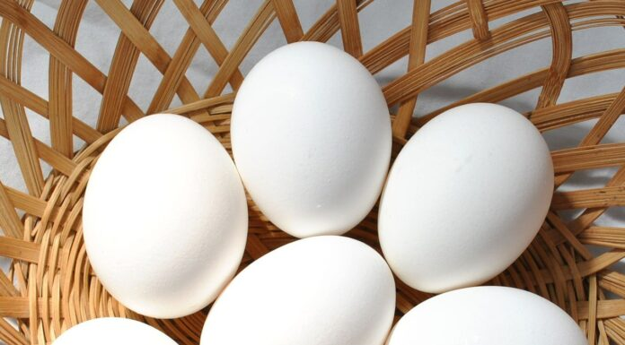 What is the best way to boil egg whites?