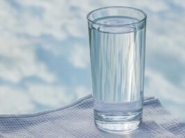 Is it beneficial to drink warm water if you have acid reflux? (4 different options)