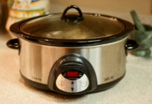 Is it safe to use slow cooker liners?